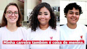 """Três garotas com uniforme da unibes sorriem. Na parte inferior da imagem está escrito em vermelho """"minha carreira também é coisa de menina"""""""
